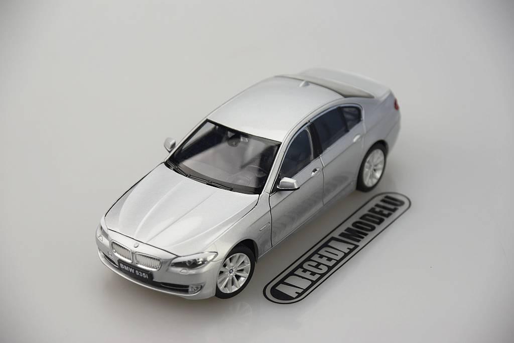 Welly BMW 535i 1:24 stříbrná