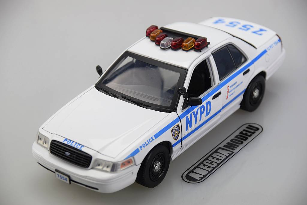 Greenlight Ford Crown Victoria Police Interceptor New York Police Department NYPD Blue Bloods 1:18