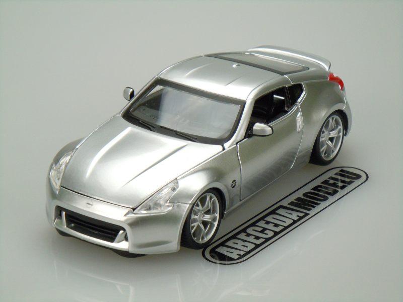 Maisto 1:24 Nissan 370Z 2009 (silver) code Maisto 31200, modely aut