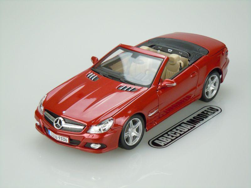 Maisto 1:18 Mercedes Benz SL550 (red) code Maisto 31169, modely aut