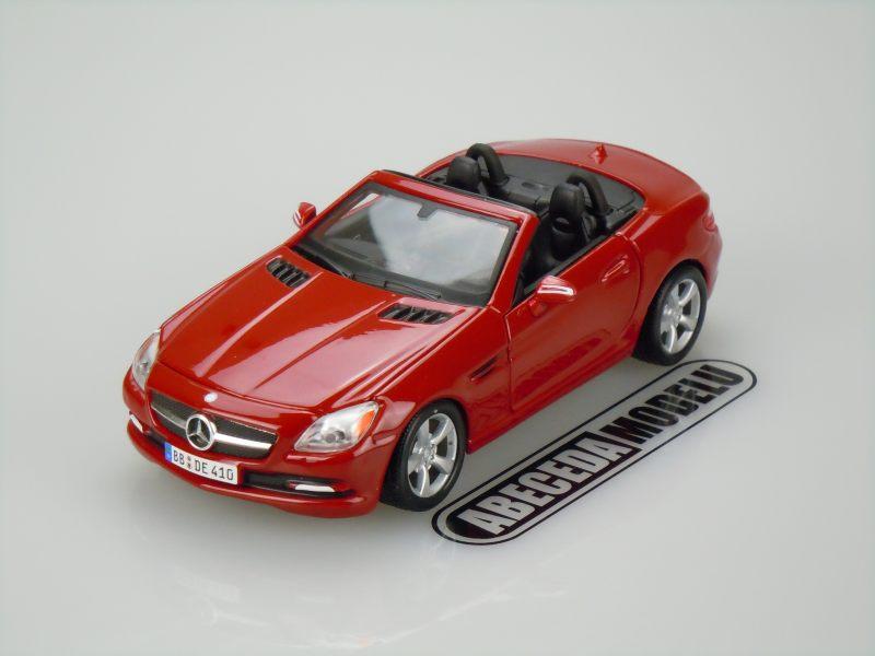 Maisto 1:24 Mercedes Benz SLK-Class (red) code Maisto 31206, modely aut