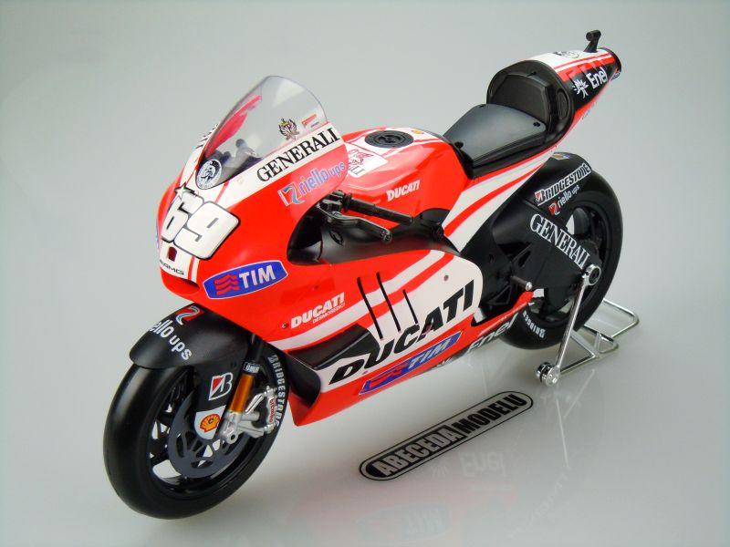 Maisto 1:6 Ducati Desmosedici GP11 2011 N.Hayden No.69 code 32211, modely aut