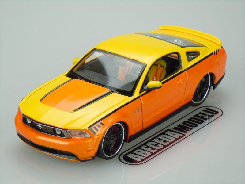 Maisto 1:24 Ford Mustang GT 2010 Custom (orange) code Maisto 31361, modely aut