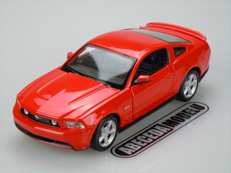 Maisto 1:24 Ford Mustang GT 2011 (red) code Maisto 31209, modely aut
