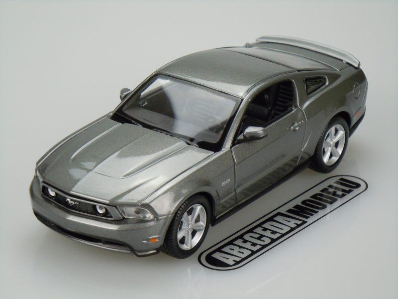Maisto 1:24 Ford Mustang GT 2011 (grey) code Maisto 31209, modely aut