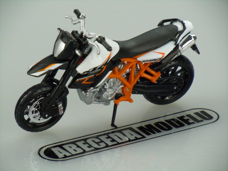 Bburago 1:18 KTM 990 Supermoto R (white) code Bburago 51050, model motocyklu
