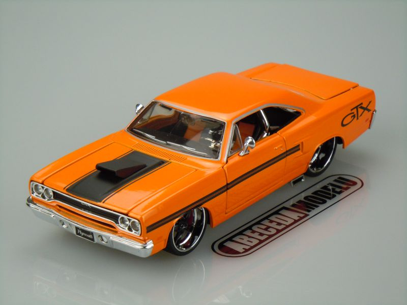 Maisto 1:24 Plymouth GTX 1970 custom (orange) code Maisto 31016, modely aut