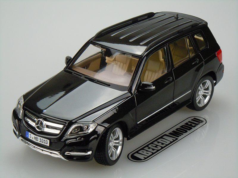 Maisto 1:18 Mercedes Benz GLK Class (black) code Maisto 36200, modely aut