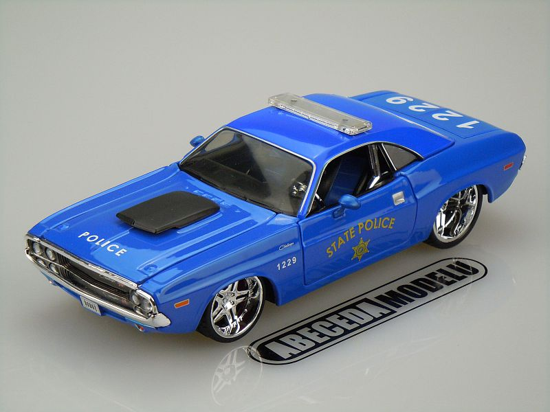 Maisto 1:24 Dodge Challenger R/T 1970 coupe Police (blue) code Maisto 31129, modely aut