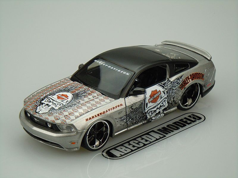 Maisto 1:24 Ford Mustang GT 2011 H-D (silver) code Maisto 32170, modely aut