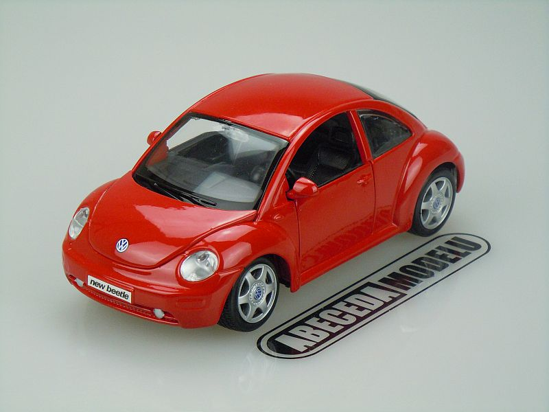 Maisto 1:25 Volkswagen New Beetle (red) code Maisto 31975, modely aut