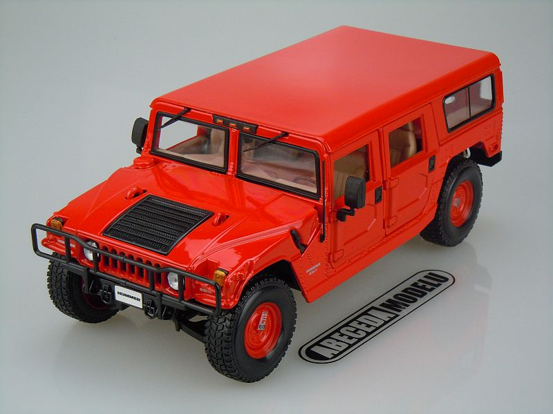 Maisto 1:18 Hummer 4-Door Wagon (red) code Maisto 36858, modely aut