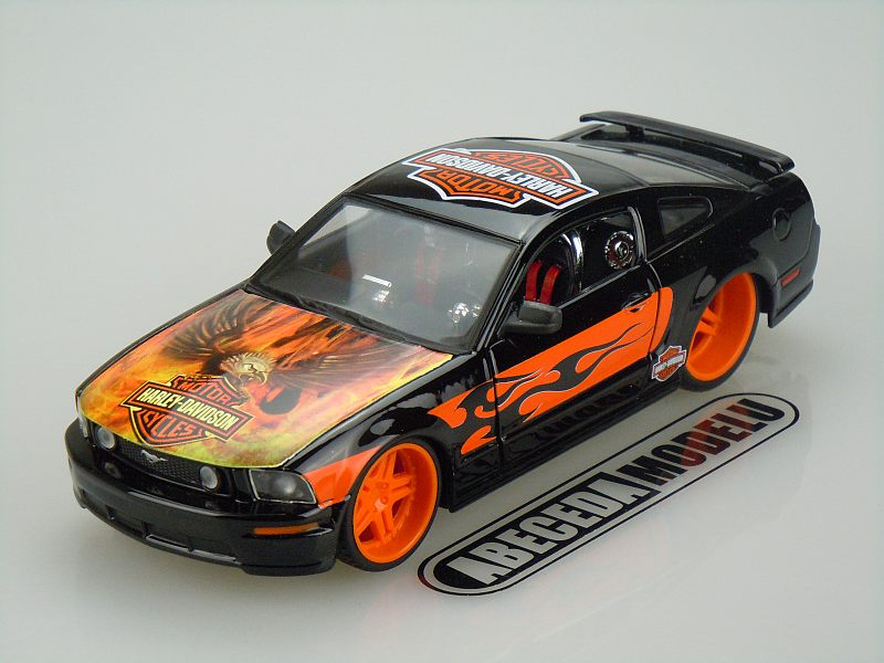 Maisto 1:24 Ford Mustang GT 2006 H-D (black) code Maisto 32169, modely aut