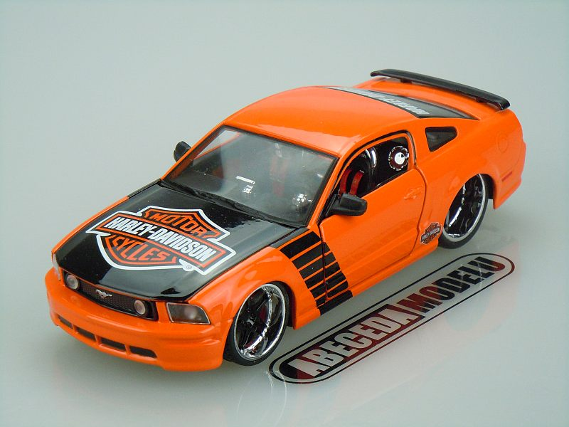 Maisto 1:24 Ford Mustang GT 2006 H-D (orange) code Maisto 32169, modely aut