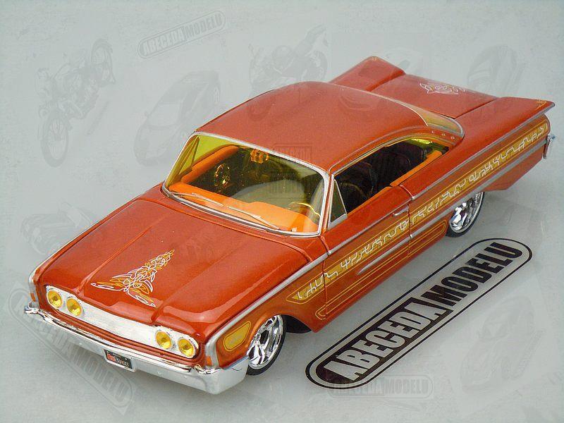 Maisto 1:26 Ford Starliner 1960 Custom code Maisto 31038, modely aut