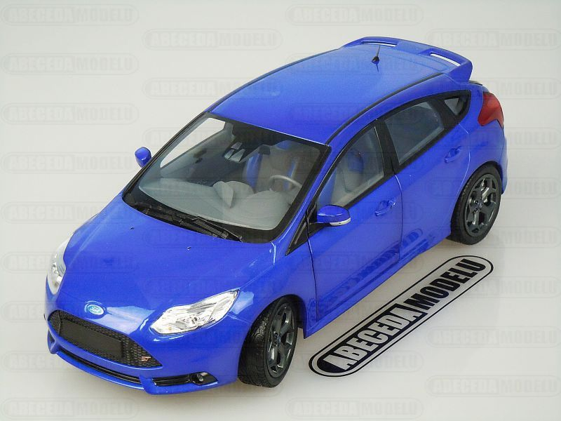 Minichamps 1:18 Ford Focus ST 2011 (blue) code Minichamps 110082001, modely aut
