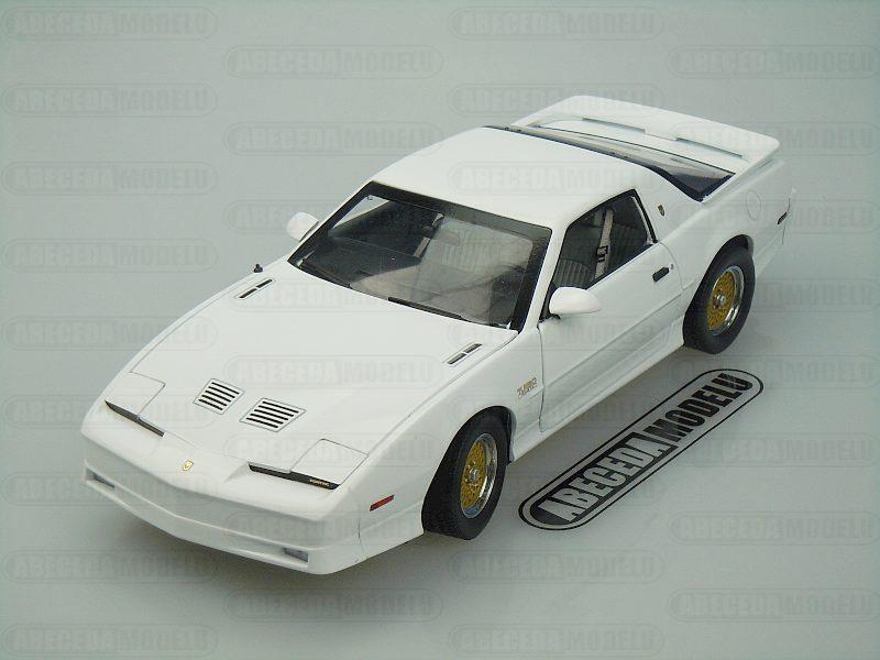 Greenlight 1:18 Pontiac Firebird TTA 1989 Trans Am 20th Anniversary (white) code Greenlight 12932, modely aut