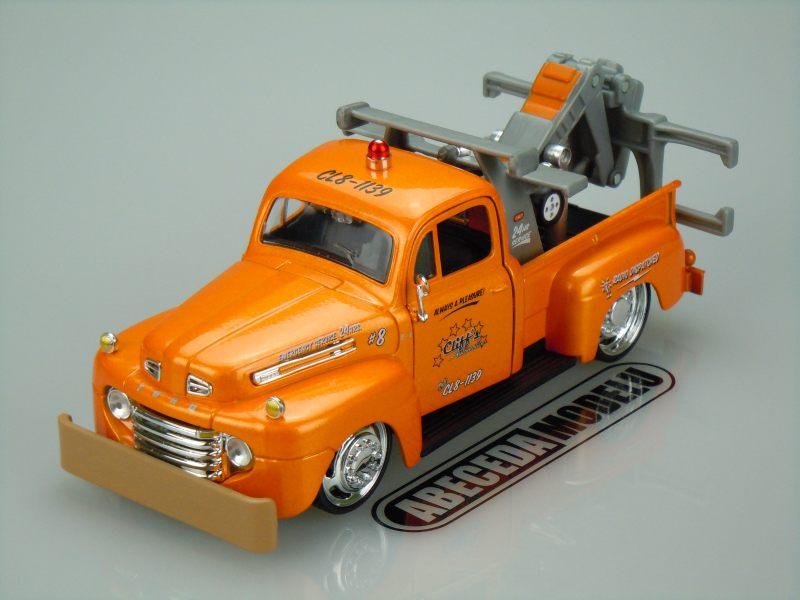 Maisto 1:25 Ford F-1 Wrecker 1948 (orange) code Maisto 32992, modely aut