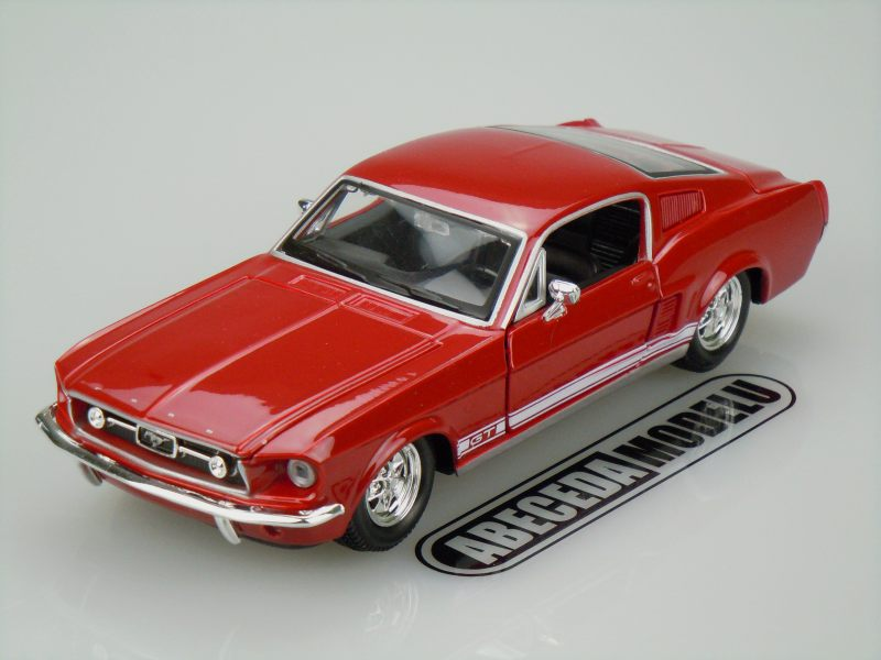 Maisto 1:24 Ford Mustang GT 1967 (red) code Maisto 31260, modely aut