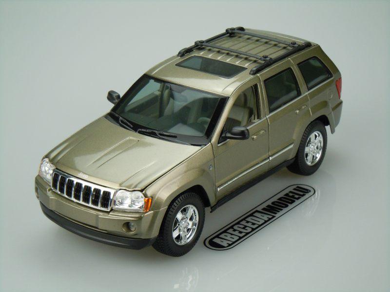 Maisto 1:18 Jeep Grand Cherokee 2005 (khaki) code Maisto 31119, modely aut