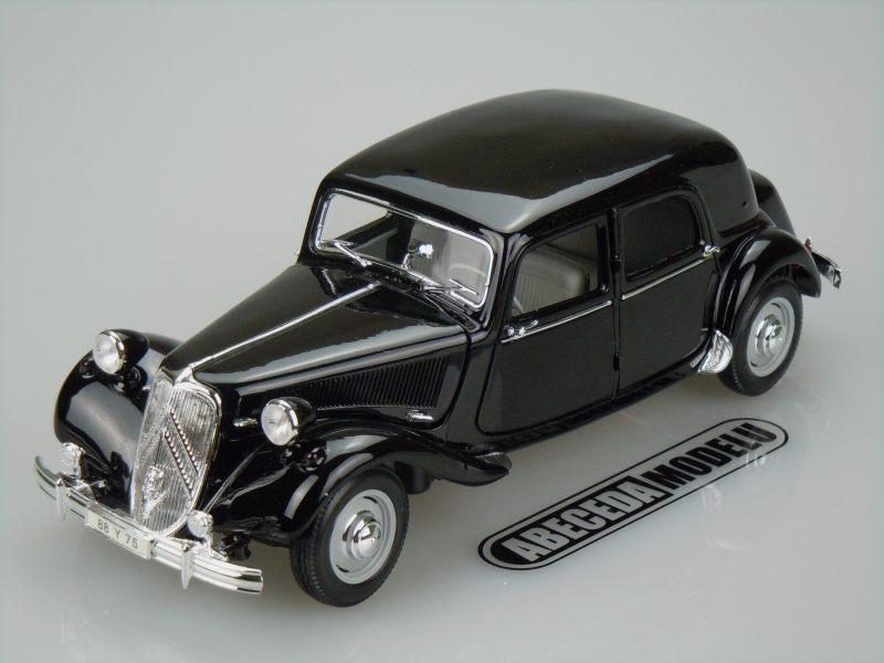 Maisto 1:18 Citroen 15CV 6 Cyl 1952 (black) code Maisto 31821, modely aut